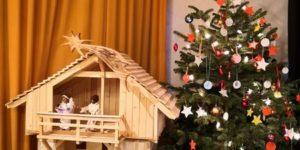 Krippe und Weihnachtsbaum